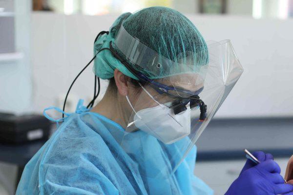 Apsauginiai veido skydai odontologams